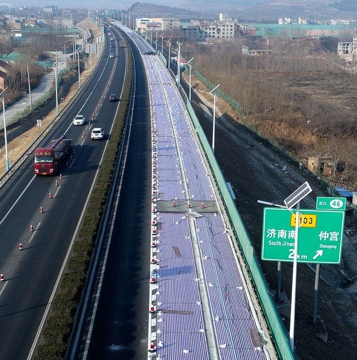 """China inaugura """"camino solar"""" que absorbe luz para convertirla en electricidad"""