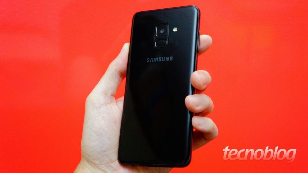 O Galaxy A8 tem proteção IP68 contra água e poeira