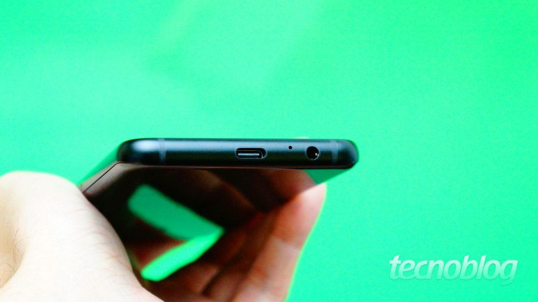 Yep, você pode usar fones de ouvido de 3,5 mm no Galaxy A8