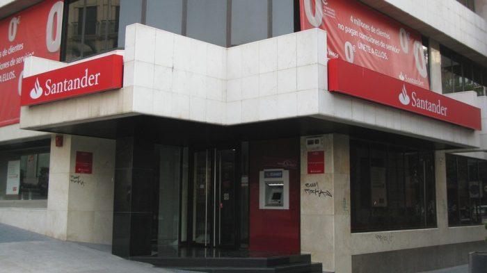 Justiça determinou que Santander indenize empresa roubada (Imagem: Remo-/Flickr)