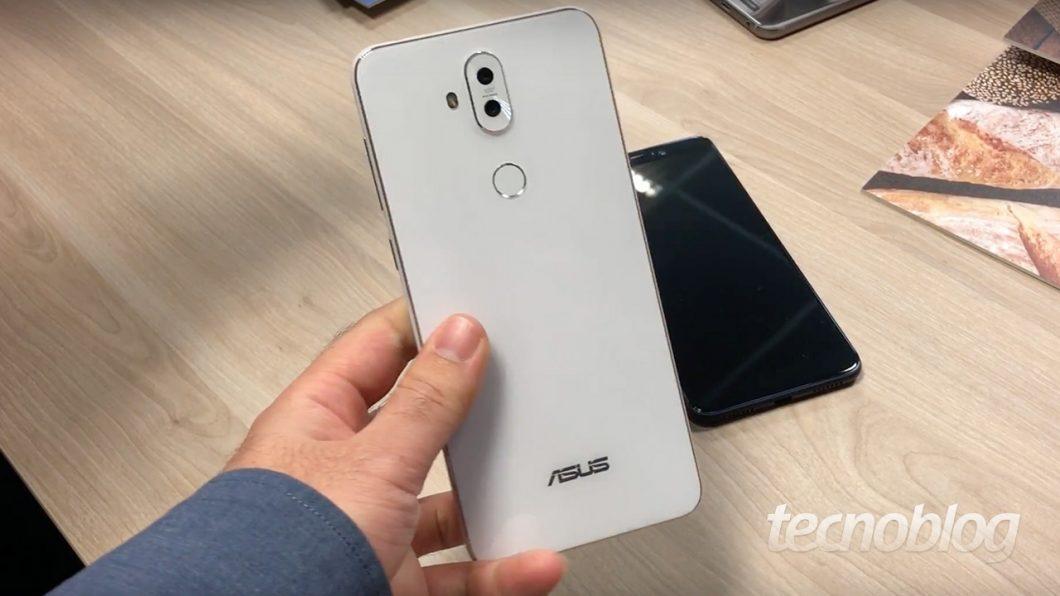 2a93cefba A tela do Zenfone 5 Selfie tem 6 polegadas e resolução de 2160×1080 pixels.  É um display um pouco menor que o do Zenfone 5