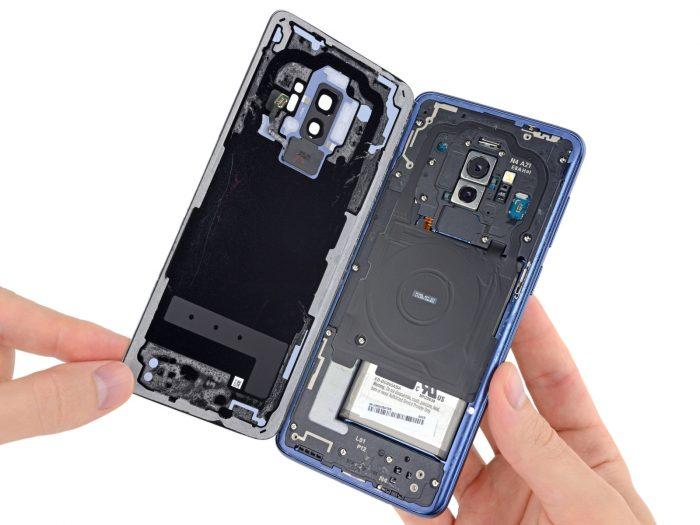 O iFixit destacou que a bateria é praticamente a mesma que equipa o Galaxy S8+