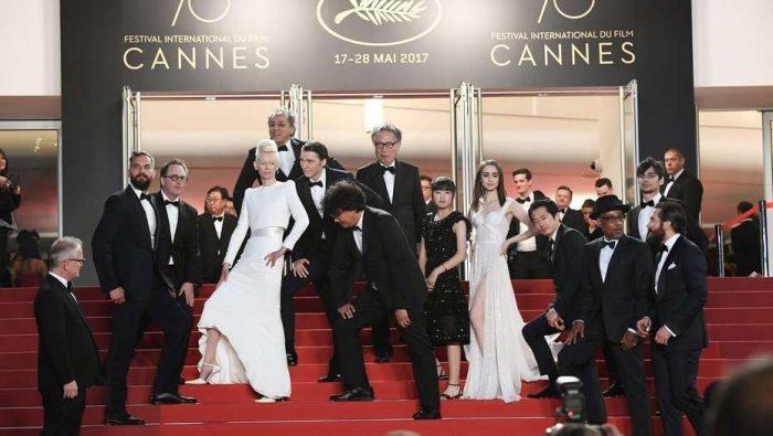 Elenco de Okja no Festival de Cannes de 2017 (Foto: AFP)