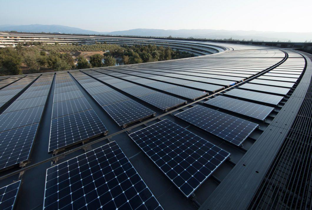 Painéis de energia solar no Apple Park