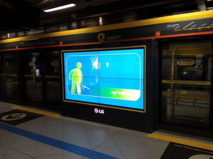 Tela na Linha 4 - Amarela do metrô de São Paulo