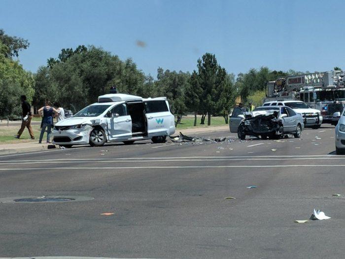Acidente com carro da Waymo (Imagem: Matt Jaffee)Acidente com carro da Waymo (Imagem: Matt Jaffee)