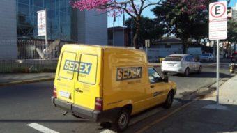 """Bolsonaro confirma """"sinal verde"""" para plano de privatizar Correios"""