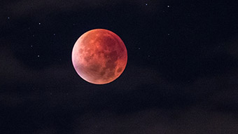 Como ver a Lua de Sangue, o eclipse lunar que ocorre nesta sexta-feira
