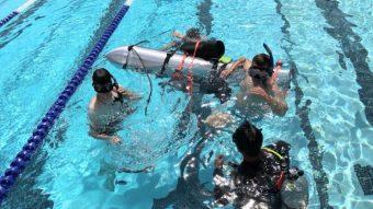 Elon Musk demonstra cápsula de escape para resgatar jovens na Tailândia