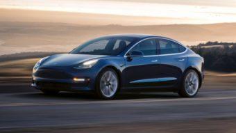 Carro da Tesla usa câmera embutida para flagrar tentativa de furto