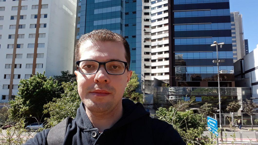 Selfie registrada com o Samsung Galaxy J4