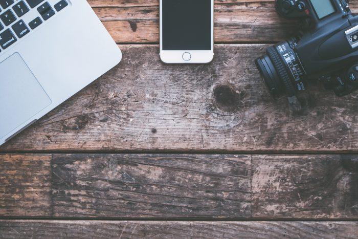 Notebook Celular Camera / Pexels