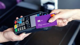 Nubank libera função débito para 66 mil clientes da NuConta