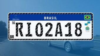 Novo padrão de placas de carro começa a ser usado no Brasil