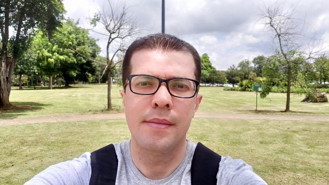 Selfie registrada com o Samsung Galaxy J8