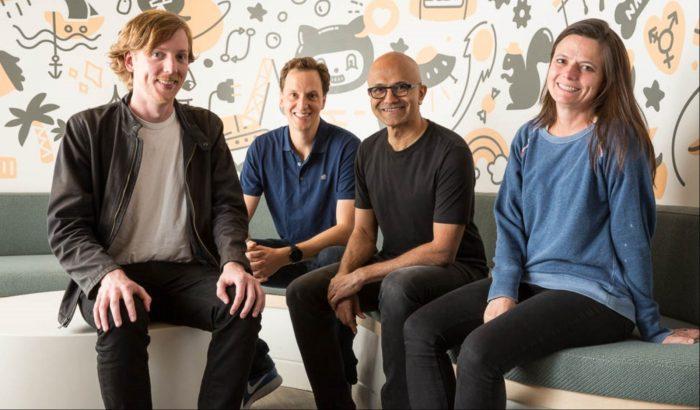 Chris Wanstrath, Nat Friedman, Satya Nadella e Amy Hood (CFO da Microsoft)