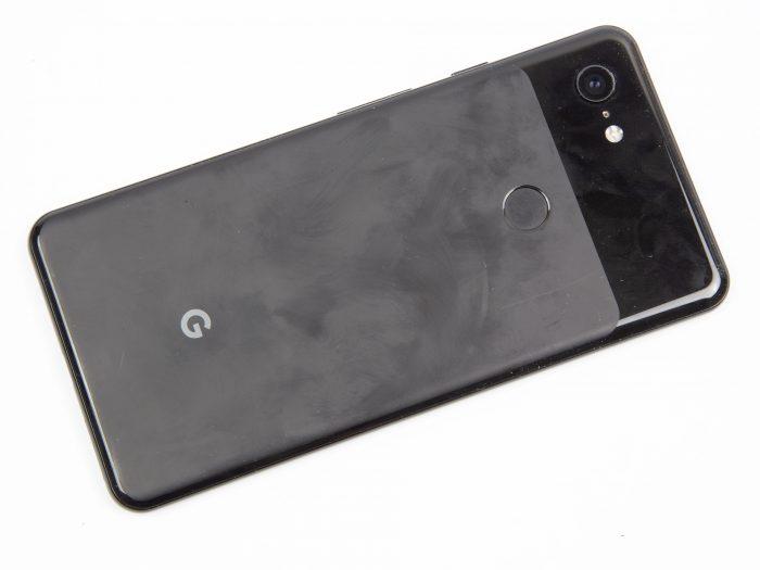 Marcas na traseira do Google Pixel 3 (Foto: Ars Technica)