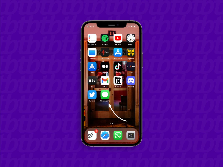 Tela inicial do iPhone com uma seta indicando o aplicativo de mensagens