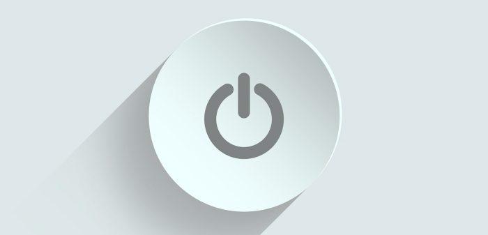 ivke32 / botão de Power / Pixabay / como programar o pc para desligar