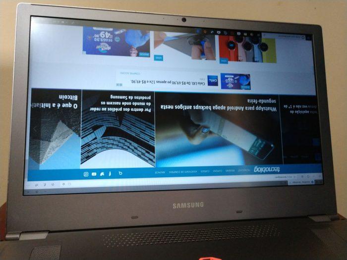 Notebook Samsung Odyssey Z, com imagem do display de ponta-cabeça / como desvirar a tela do notebook