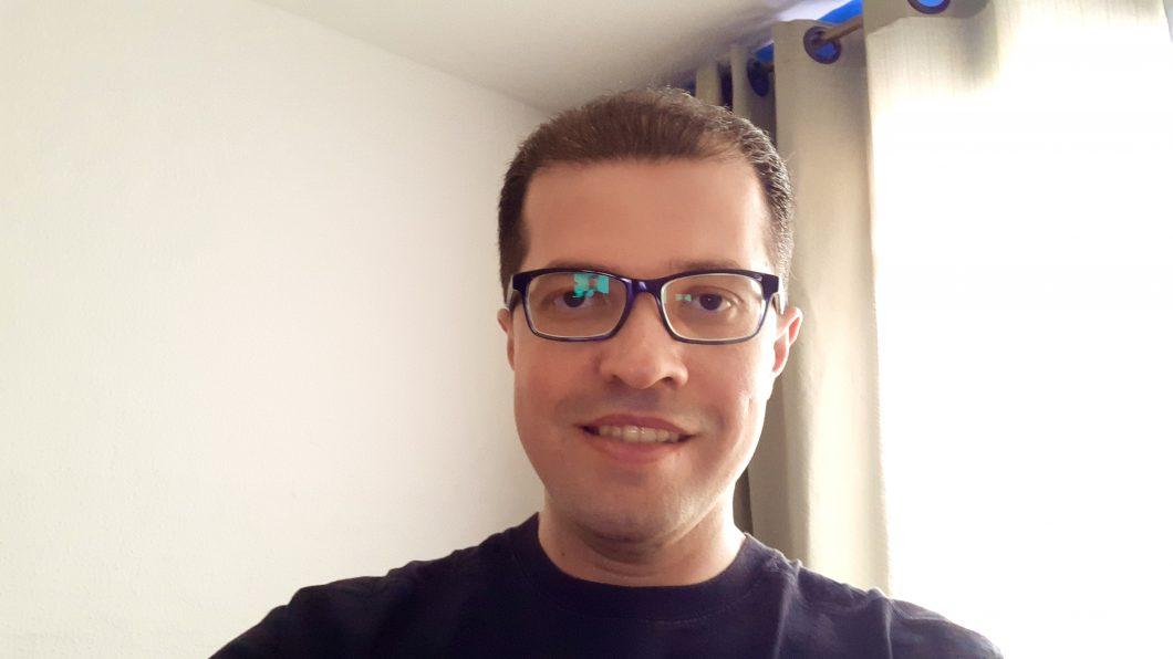 Selfie registrada com o Galaxy A7 2018