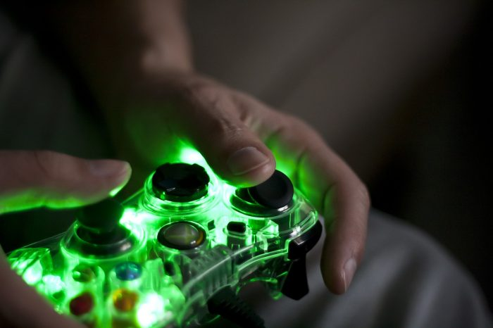 Fridarika / controle com fio do Xbox 360 / Pixabay / como conectar o controle do Xbox 360 no PC