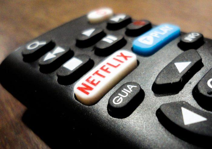 jgryntysz / controle remoto com botão para a Netflix (detalhe) / Pixabay / como fazer uma conta na netflix