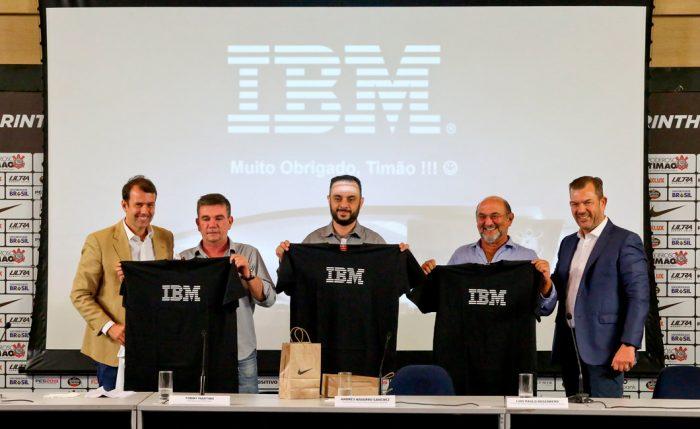 Diretores de Corinthians e IBM apresentaram parceria em entrevista coletiva (Foto: Rodrigo Coca/Agência Corinthians)