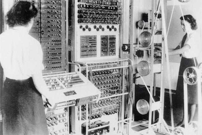 O Colossus de Alan turing em funcinamento / quem inventou o computador