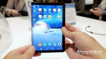 Royole FlexPai: eu mexi no primeiro smartphone com tela dobrável
