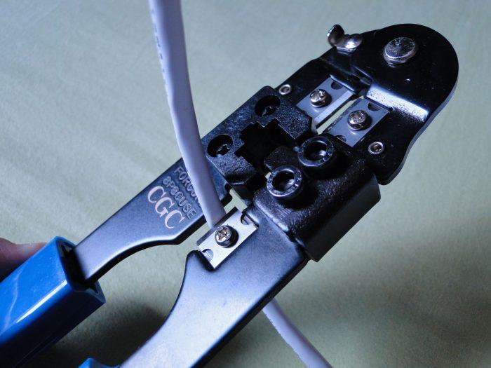 Cortando o cabo de rede / como crimpar cabo de rede