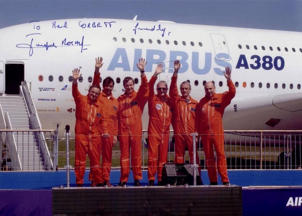Engenheiros e pilotos que participaram do primeiro voo