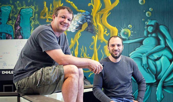Brian Acton à esquerda e Jan Koum (Foto: The New York Times)