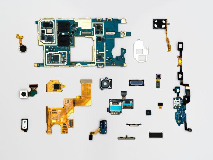 circuits smartphone / pexels
