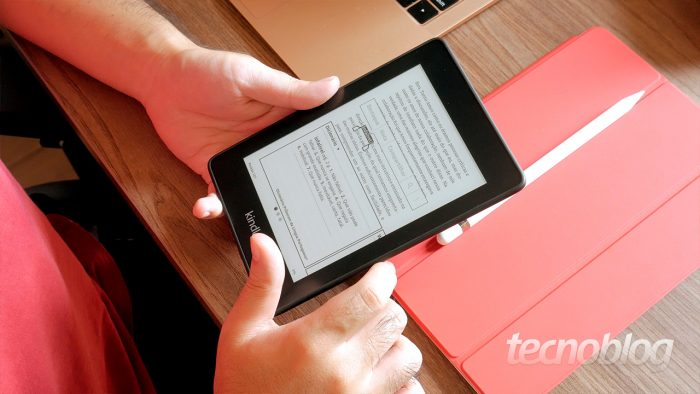 Kindle Paperwhite (Imagem: Paulo Higa/Tecnoblog)