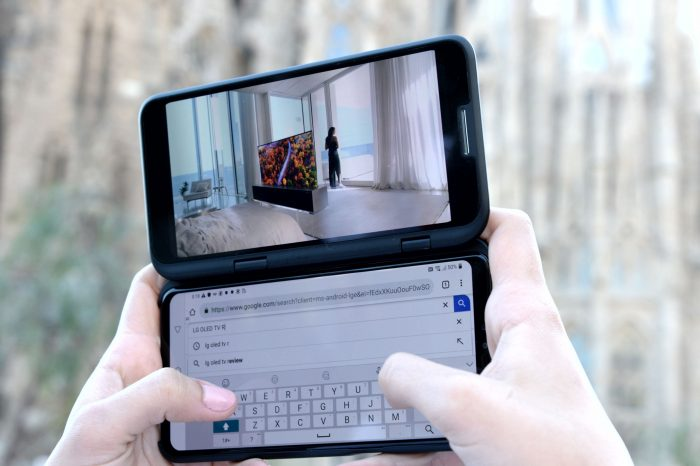 LG V50 ThinQ: capa adiciona segunda tela ao aparelho