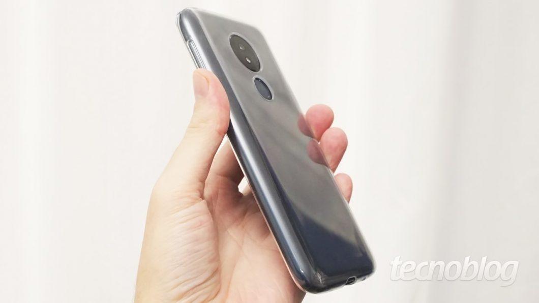 A capinha de silicone que vem junto com o Moto G7 Power