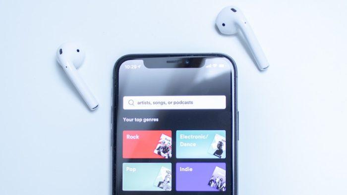 Como impedir que AirPods mudem do iPhone (Imagem: Patrik Michalicka/Unsplash)