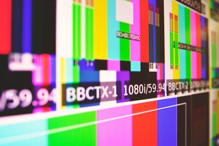 Colos Bar / TV Test / Tim Mossholder / Unsplash