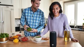 Google e JBL lançam caixas de som com Google Assistente no Brasil