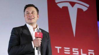 """Elon Musk se declara """"Tecnorei"""" da Tesla em documento oficial"""