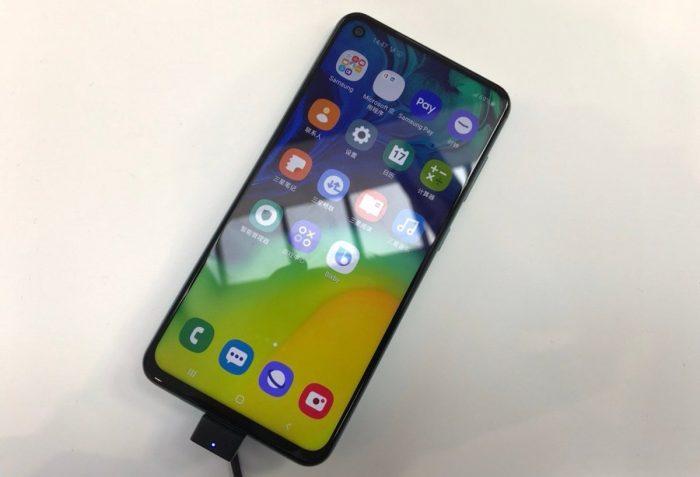 Samsung Galaxy A60 tem furo na tela para câmera frontal de 32 megapixels 1