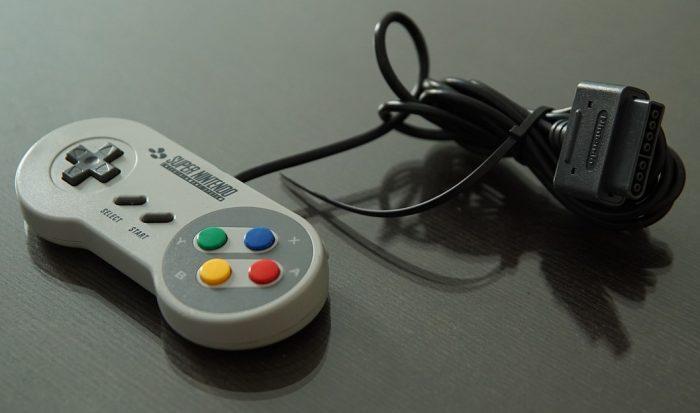 robertschoenholz / controle do Super NES (detalhe) / Pixabay / emulador