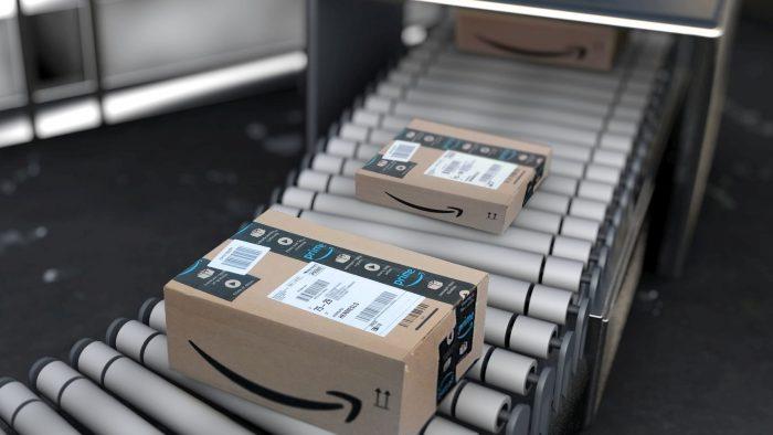 Funcionários roubaram centenas de celulares da Amazon (Imagem: Christoph Scholz/Flickr)