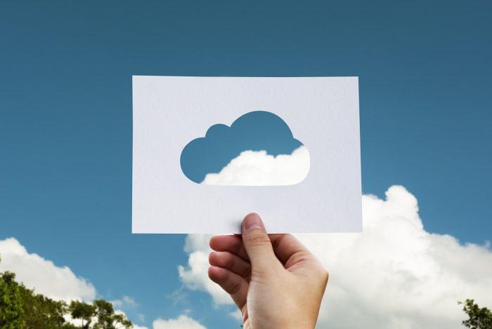 rawpixel / nuvem de papel / Pixabay / como compartilhar arquivos no OneDrive