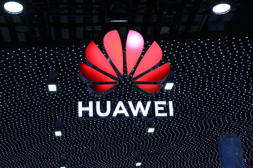 China promete resposta após proibição a Huawei no 5G do Reino Unido