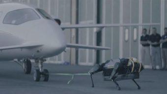 Robô quadrúpede consegue puxar avião com mais de 3 toneladas