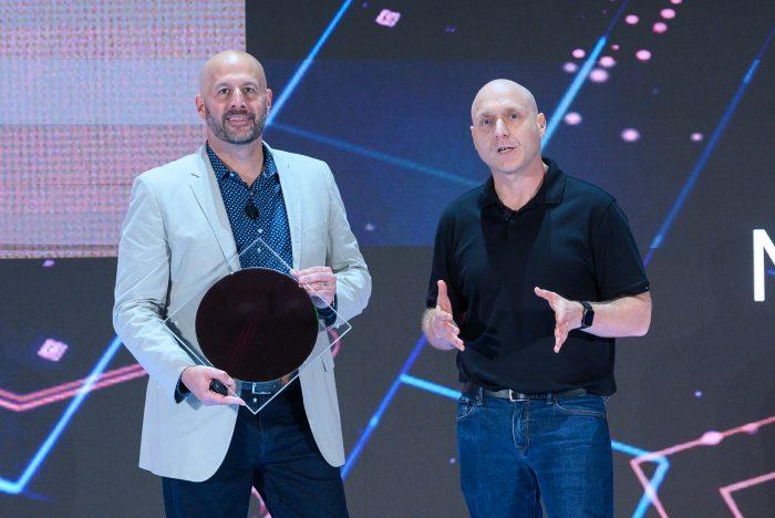 Wafer da décima geração de chips Intel Core (Foto: Intel)