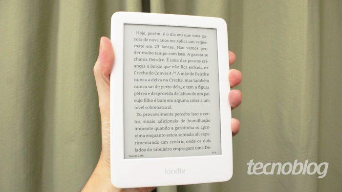 O Kindle básico é o único de toda a linha que, além de preto, tem opção na cor branca