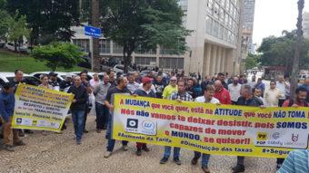 Motoristas da Uber no Brasil fazem manifestação por aumento de tarifas